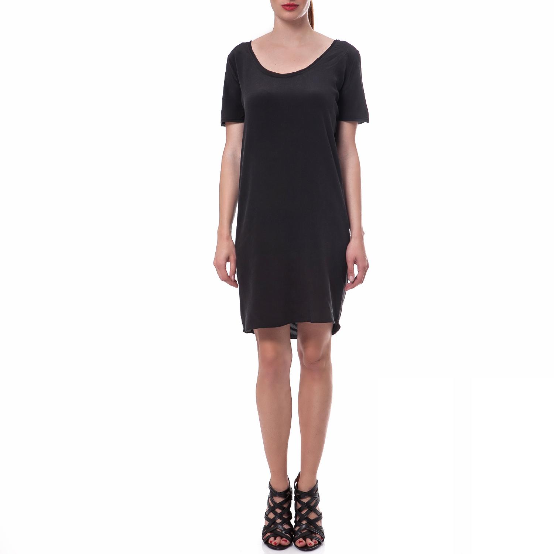 5b8574d78f33 ... Γυναικεία κοντομάνικη μπλούζα ANIMAL FRONT PANEL CALVIN KLEIN JEANS  γκρι · CALVIN KLEIN JEANS – Γυναικείο φόρεμα Calvin Klein Jeans μαύρο