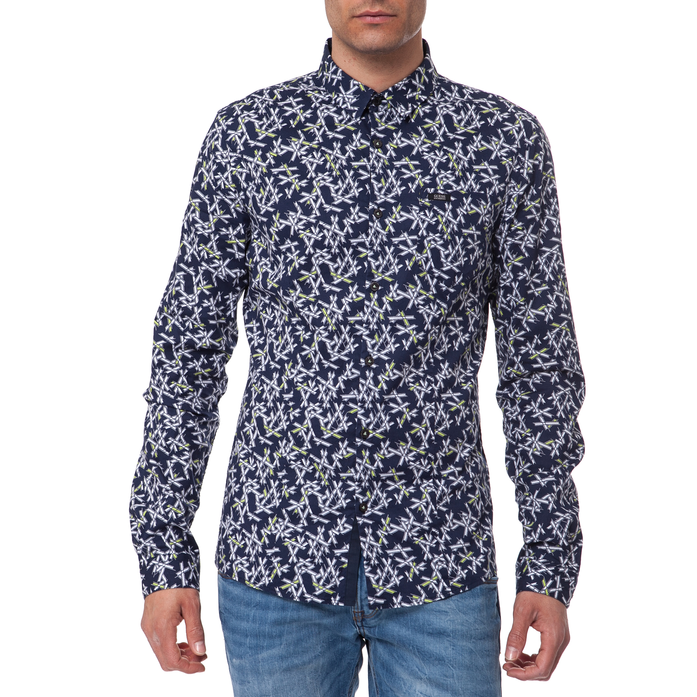 9baaf46119fd Διαθέτει τσέπη στο μπροστινό μέρος και διακοσμείται με το χαρακτηριστικό  λογότυπο! GUESS – Ανδρικό πουκάμισο Guess μπλε