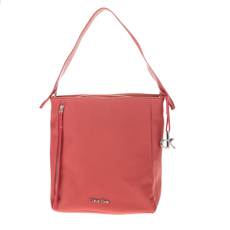 0b926ecc46 CALVIN KLEIN JEANS – Γυναικεία τσάντα CRYSTAL HOBO κοραλλί. Factory Outlet