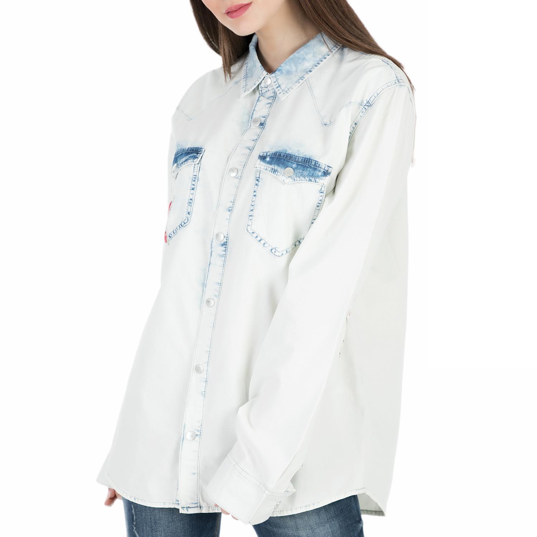 efa7a22aa56d GUESS - Γυναικείο τζιν πουκάμισο με τύπωμα Guess BOYFRIEND λευκό ...