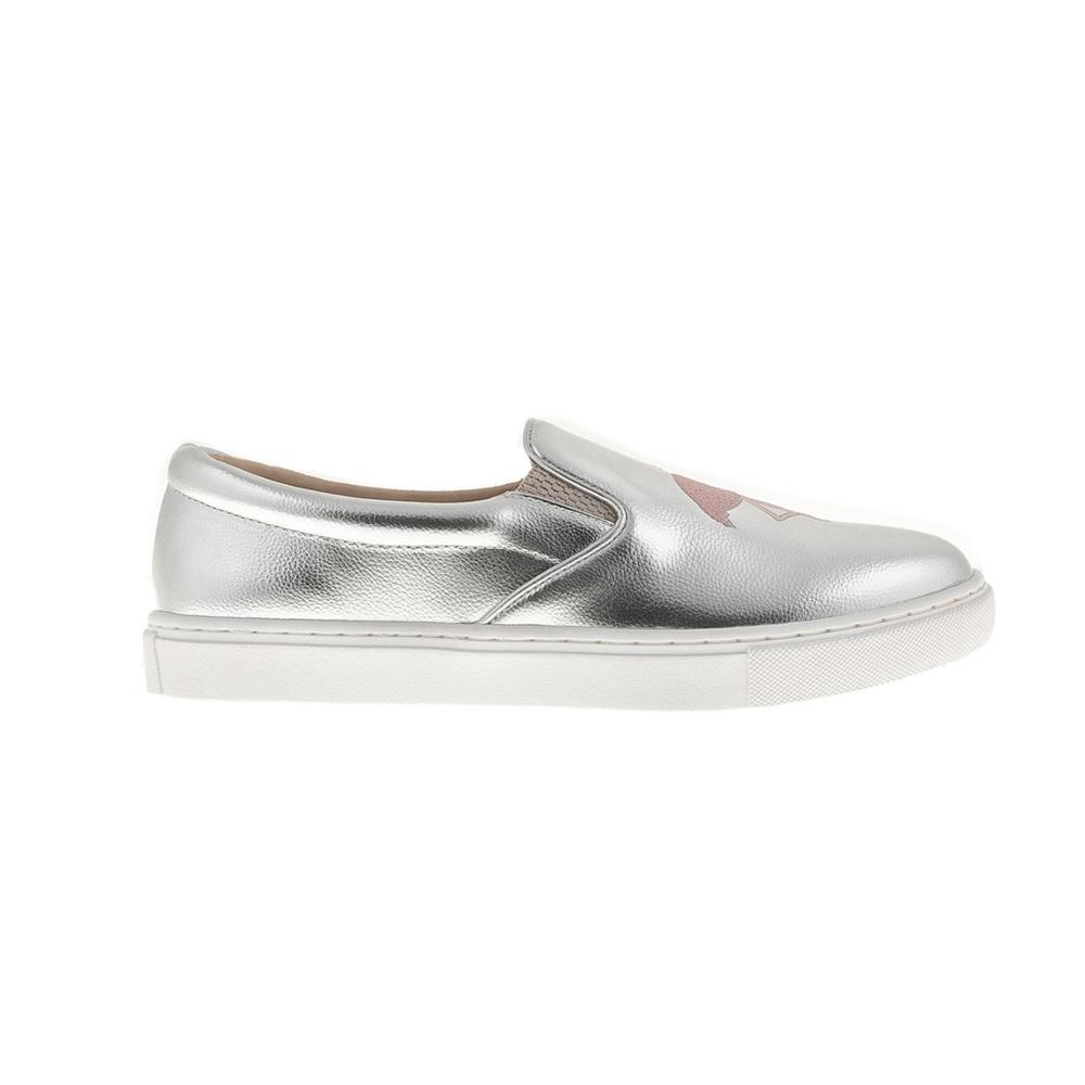 JUICY COUTURE – Γυναικεία slip-on παπούτσια JUICY COUTURE ELEAVE ασημί 094386f1683