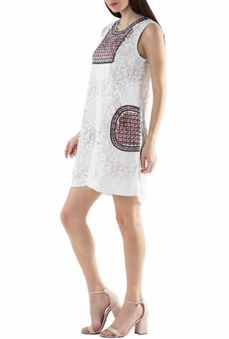 41ebd8cfc219 Γυναικείο μίνι φόρεμα Molly Bracken λευκό με δαντέλα (1552181.0-0091 ...