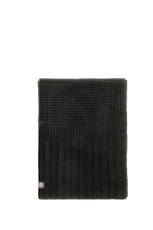 UGG - Γυναικείο κασκόλ UGG μαύρο γυναικεία αξεσουάρ φουλάρια κασκόλ γάντια