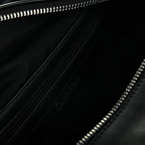 cd9e223b35 Γυναικεία τσάντα MISHA GRAPHIC DUFFLE μαύρη - CALVIN KLEIN JEANS ...