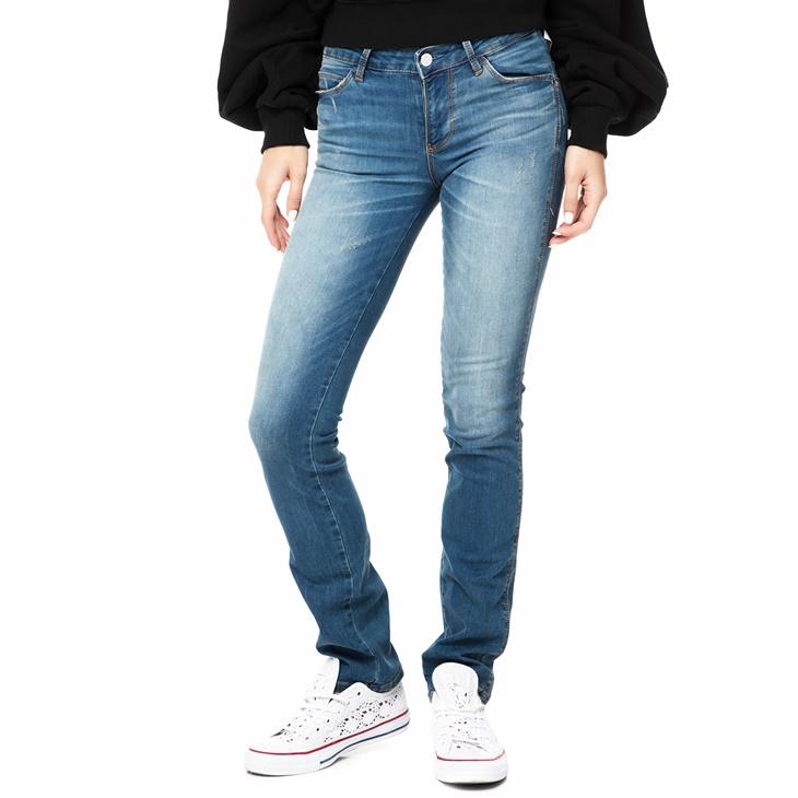 3229b73ea615 Γυναικείο τζιν cigarette παντελόνι GUESS CURVE X ανοιχτό μπλε ...