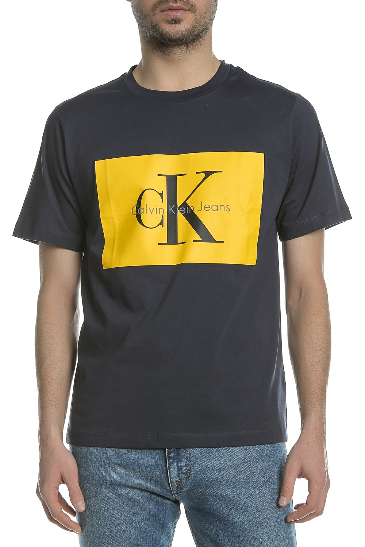 CALVIN KLEIN JEANS – Ανδρική κοντομάνικη μπλούζα Calvin Klein Jeans TIKIMO 2  REGULAR μπλε με στάμπα 32997824352