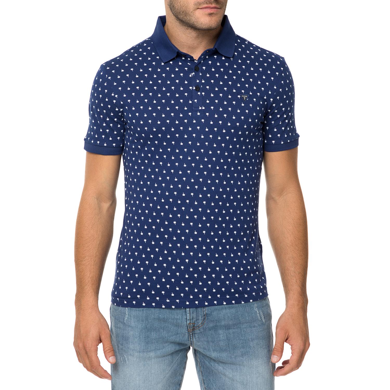 13989a3d80e0 GUESS – Ανδρική κοντομάνικη πόλο μπλούζα GUESS DILLON μπλε με print  1613627.0-0416