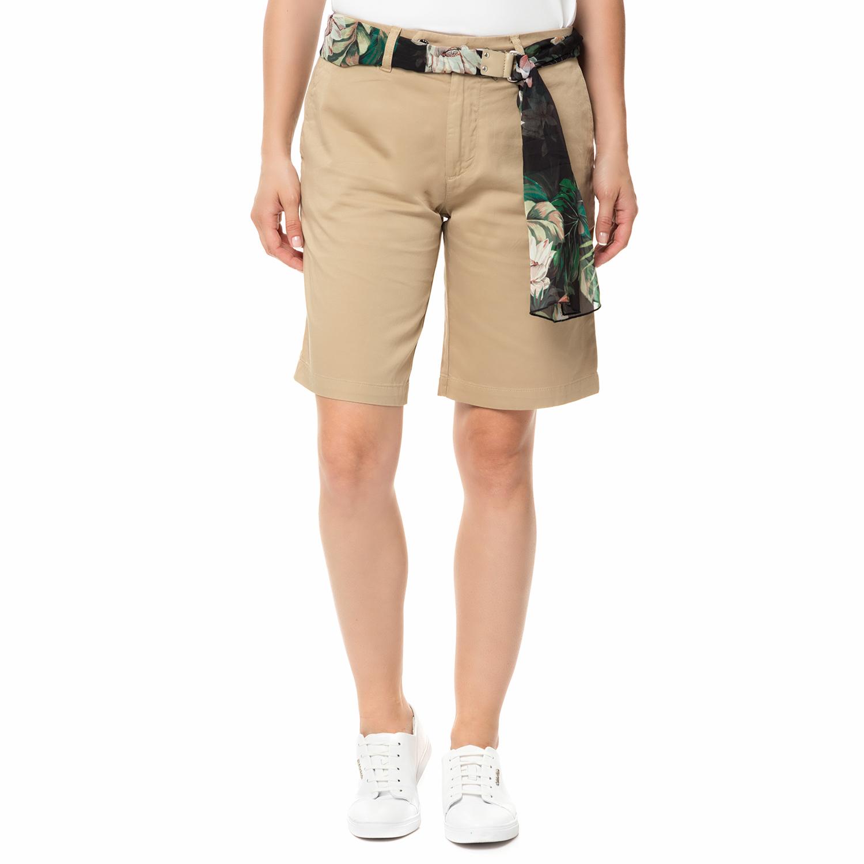 GUESS - Γυναικεία βερμούδα chino Γυναικεία βερμούδα chino GLADYS μπεζ με ζώνη γυναικεία ρούχα σορτς βερμούδες casual jean