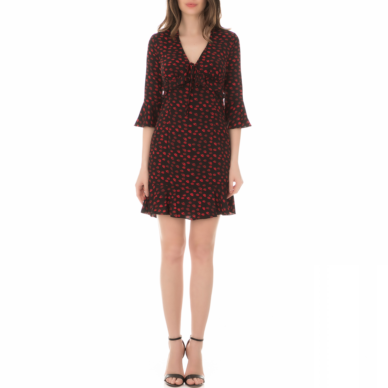 399e418aa443 GUESS - Γυναικείο φόρεμα με σχέδιο GUESS PENELOPE μαύρο - κόκκινο