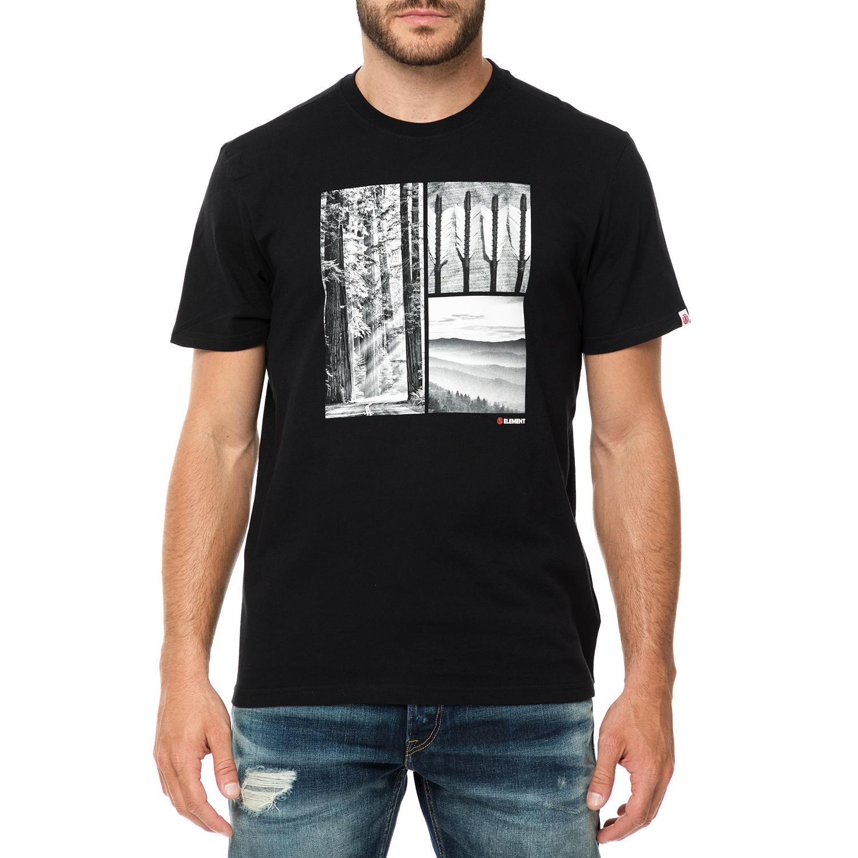 Ανδρικό t-shirt σε μαύρο χρώμα και στάμπα μπροστά. Διαθέτει στρογγυλή  λαιμόκοψη και έχει κανονική γραμμή. Ένα μοντέρνο κομμάτι για casual  εμφανίσεις. 52ed95c3de0