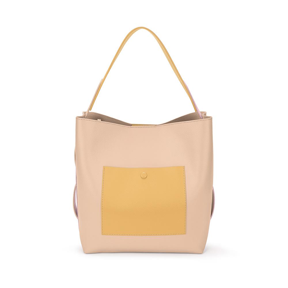 FOLLI FOLLIE - Γυναικεία μεσαία τσάντα ώμου hobo FOLLI FOLLIE μπεζ-ροζ γυναικεία αξεσουάρ τσάντες σακίδια ωμου